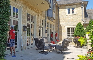 Dallas Window Cleaners Clean Exterior Windows of Home